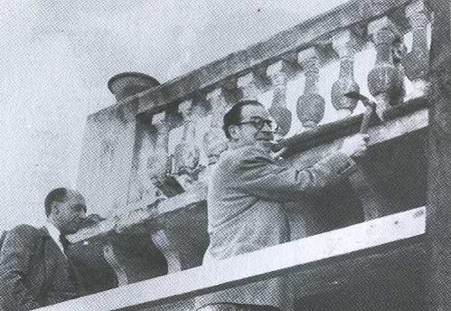 Francesc de Sales Aguiló i Emili Darder als enderrocaments per a l'apertura del carrer Gilebert de Centelles