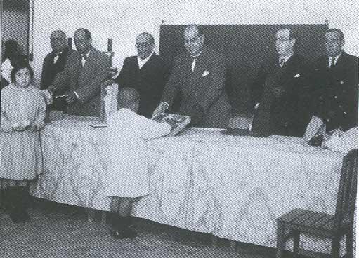 Jaume Bauçà, Emili Darder, Joan Manent, Francesc Julià i Francesc de Sales Aguiló a una entrega de diplomes als infants